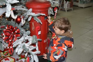 Review: Santa's Grotto At Frosts Willington
