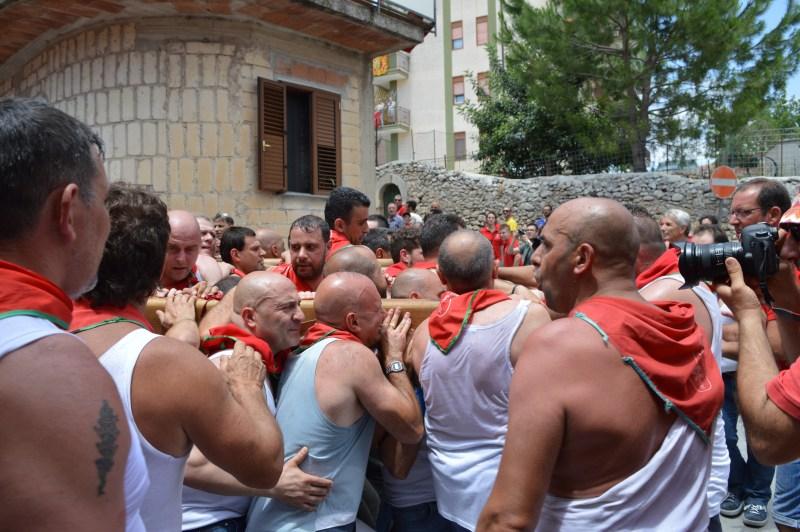 Men carrying the statue of Saint Paul