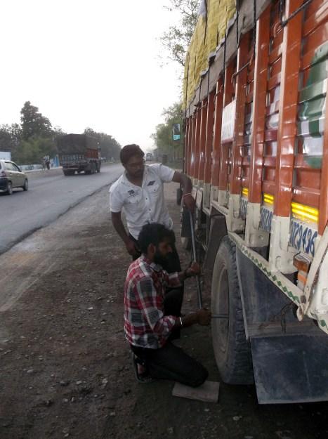 Tyre puncture no. 3, around Bellary, Uttar Pradesh