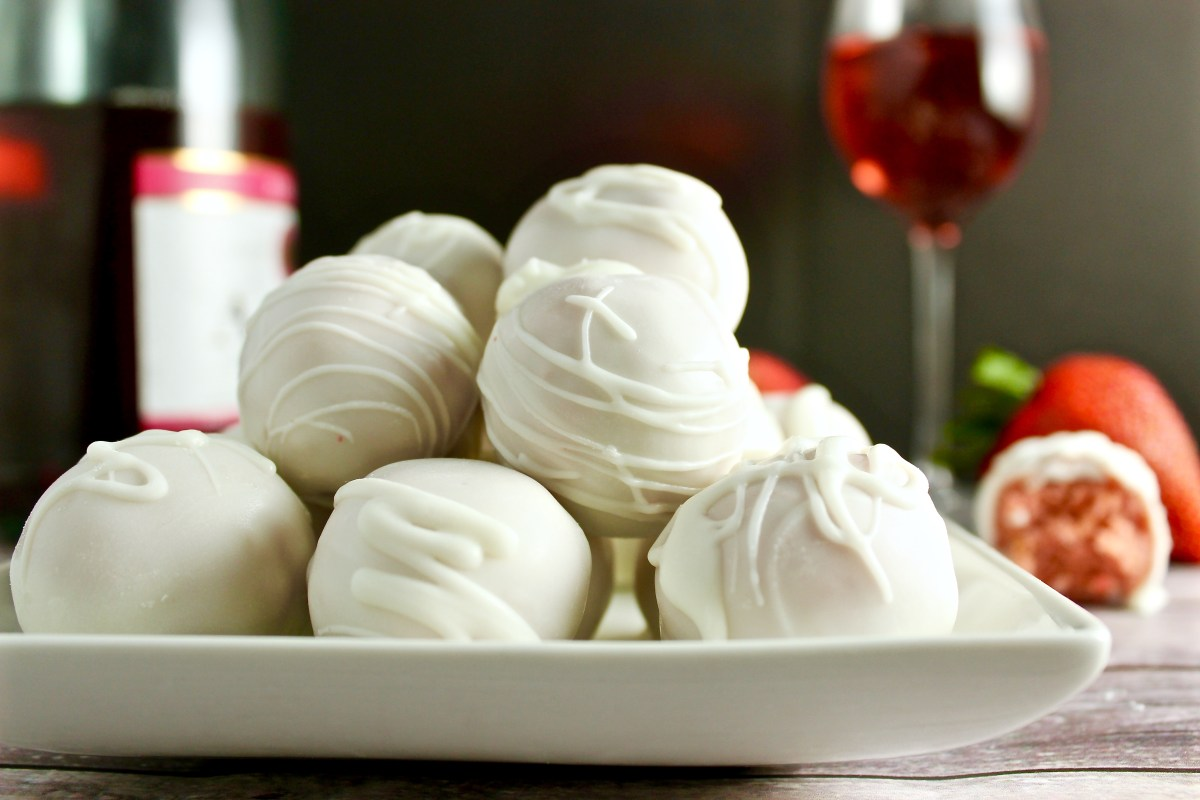 Strawberry Champagne Cake Balls  (+ One Year Blogiversary!)