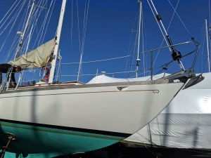 STEPPING THE MAST. HICNKLEY PILOT 35