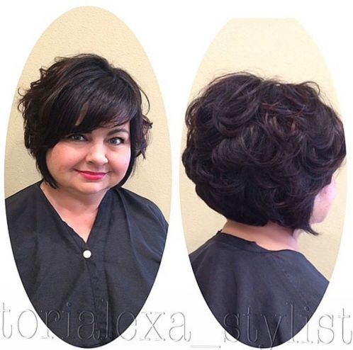short curly hairstyle for plus size women