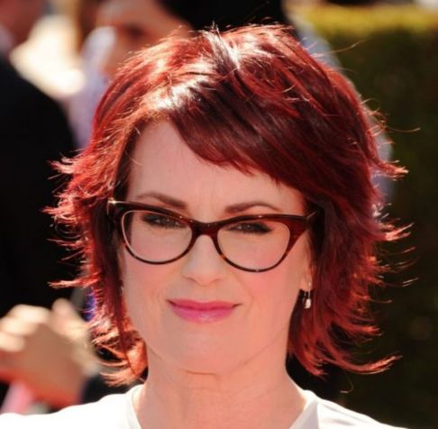 short shaggy hairstyle for women over 40