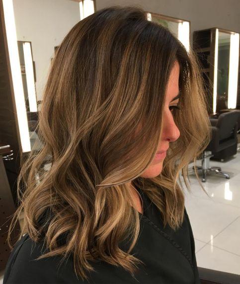 Dugačka kosa sa svetlo smeđim balajažom