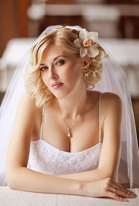short wavy wedding hairstyle
