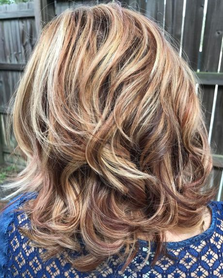 Shoulder-Length Wavy Layered Hairstyle