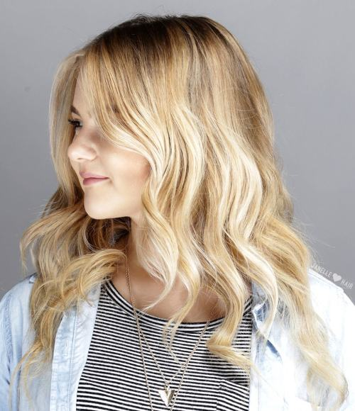 Medium-To-Long Wavy Hairstyle For Round Face