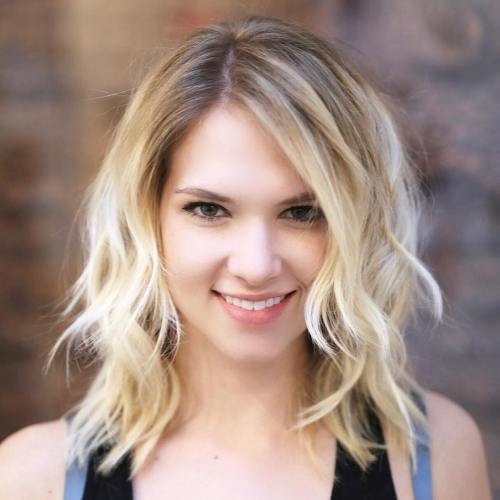 Medium Wavy Blonde Hairstyle