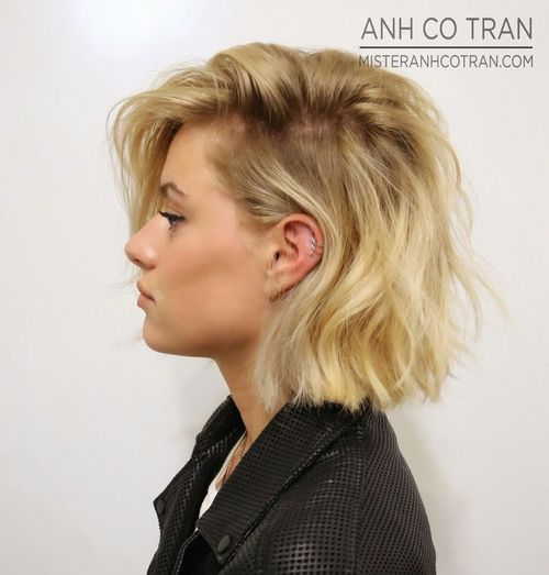 line hair style a line bob hairstyle with a side part 5175
