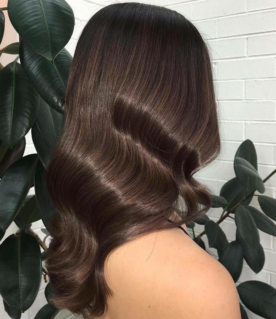 Sleek Wavy Brunette Hairstyle