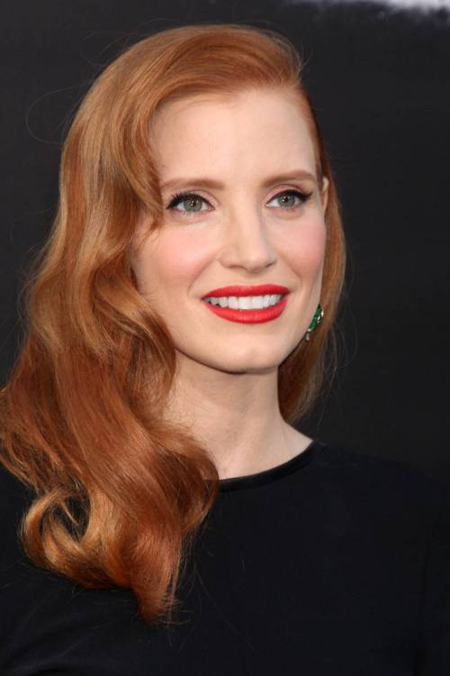 Jessica Chastain side downdo for square face
