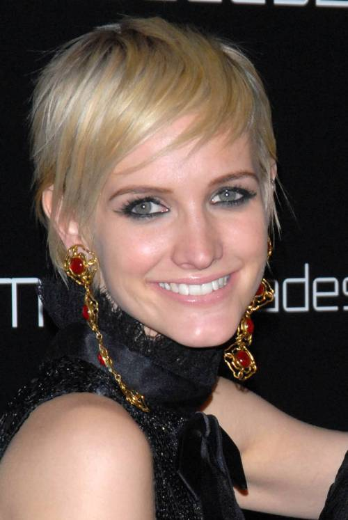 Ashlee Simpson blonde edgy haircut