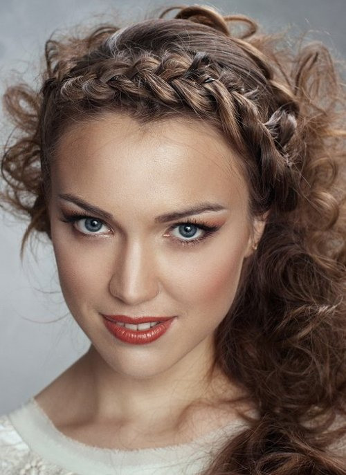 curly messy hairstyle with a dutch braid