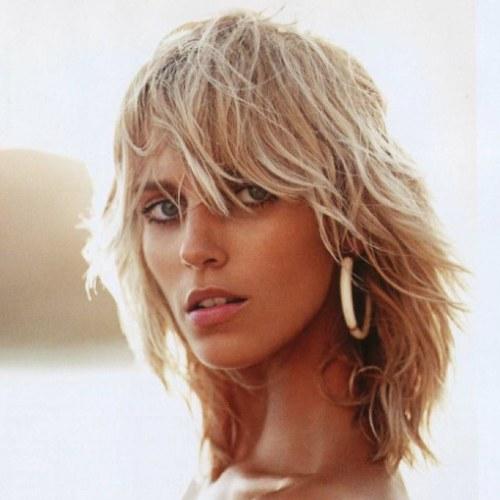 Anja Rubik layered hairstyle