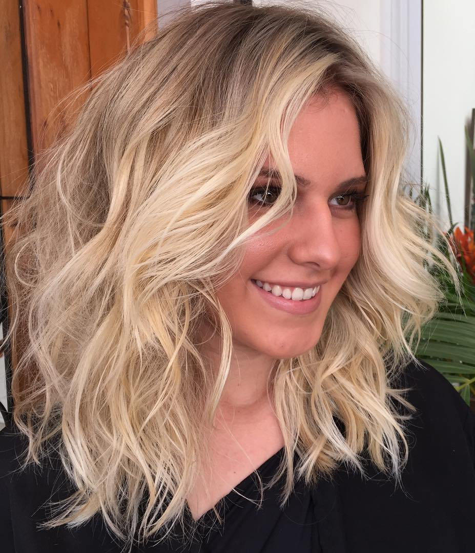 Medium Messy Wavy Blonde Hairstyle