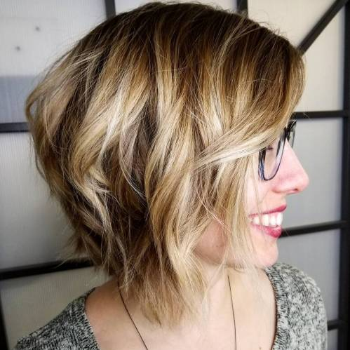 Shaggy Caramel Bob With Blonde Highlights