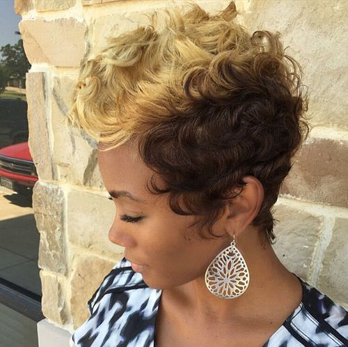 short curly blonde and brown hairstyle for black women