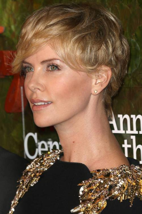 Charlize Theron short hairstyle for Christmas