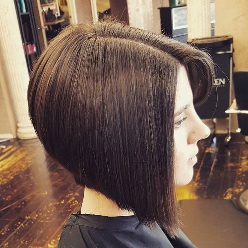 Side-Parted Angled Bob Straight Hairstyle