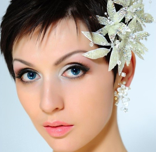 Pleasing Hairstyles For Indian Wedding 20 Showy Bridal Hairstyles Hairstyles For Women Draintrainus
