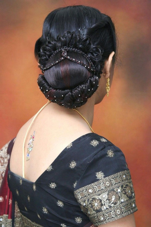 Indian bun updo for brides