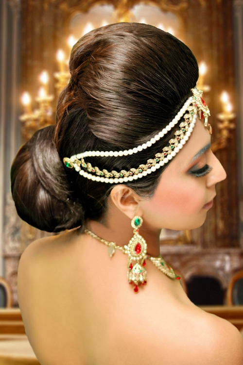 voluminous Indian updo for brides