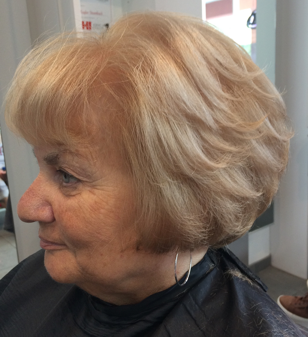 Short Layered Creamy Blonde Hairstyle