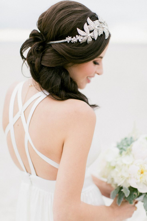 voluminous hairstyle for beach wedding