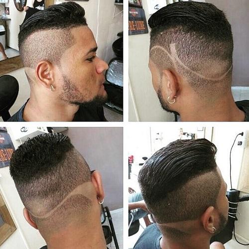 Coupe de cheveux pour hommes avec un motif sur le dos