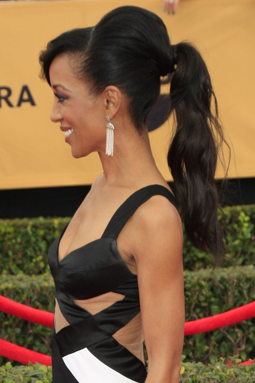 black ponytail hairstyle with bangs