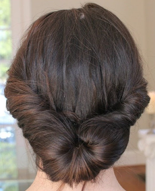 how to put hair in a low bun for work