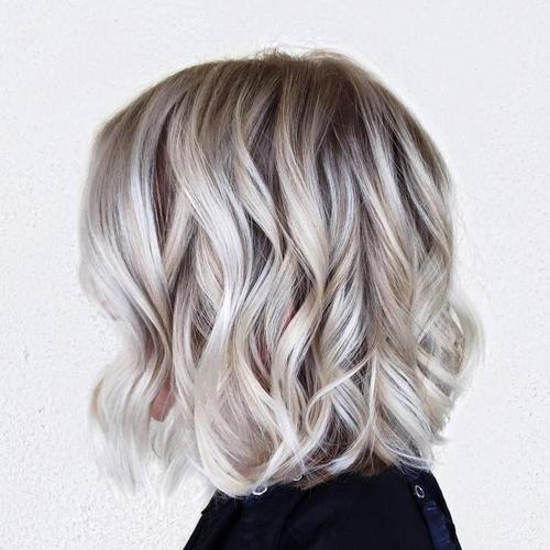 loosely curled blonde lob hairstyle