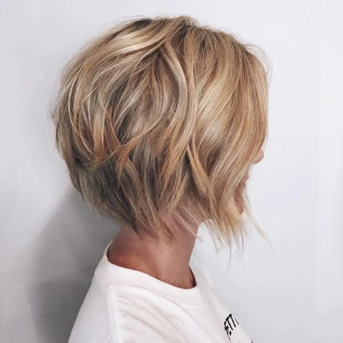Medium Wavy Caramel Blonde Bob