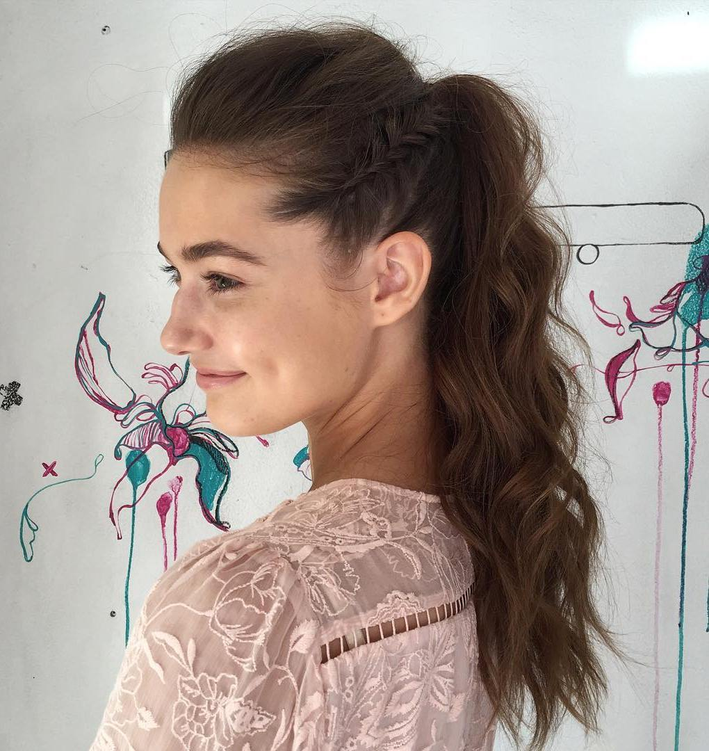 30 Eye-Catching Ways To Style Curly And Wavy Ponytails