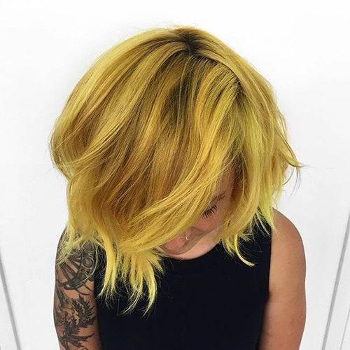 short layered golden blonde hairstyle