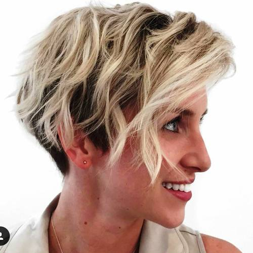 brown wavy bob with blonde highlights