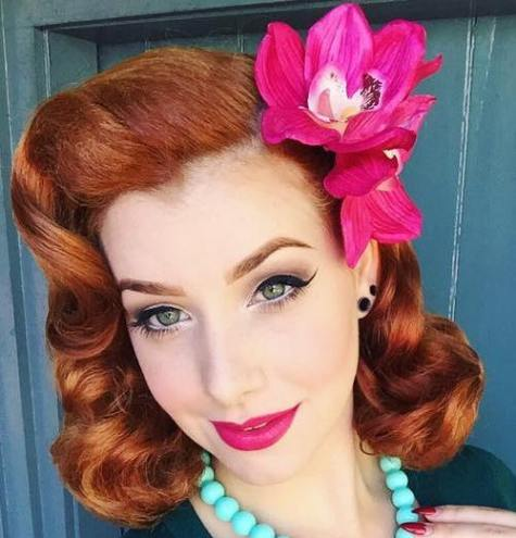 Coiffure Pin Up Rouge Moyen