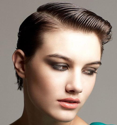 short side-parted wet look hairstyle for thin hair