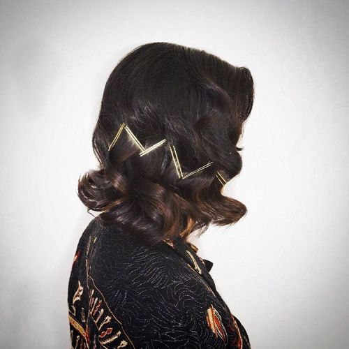Curly Vintage Bob With Hairpins