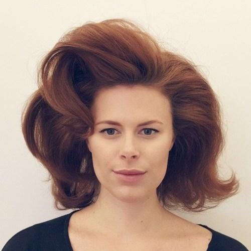 Voluminöses mittellanges Haar