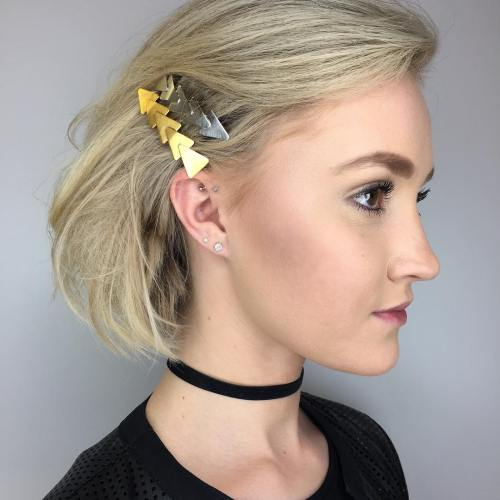 Blonde Bob With Hair Clips