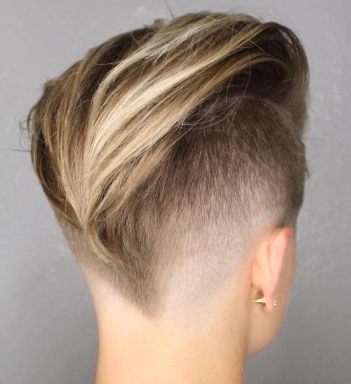 Lange Top kurze Seiten Frisur für Frauen