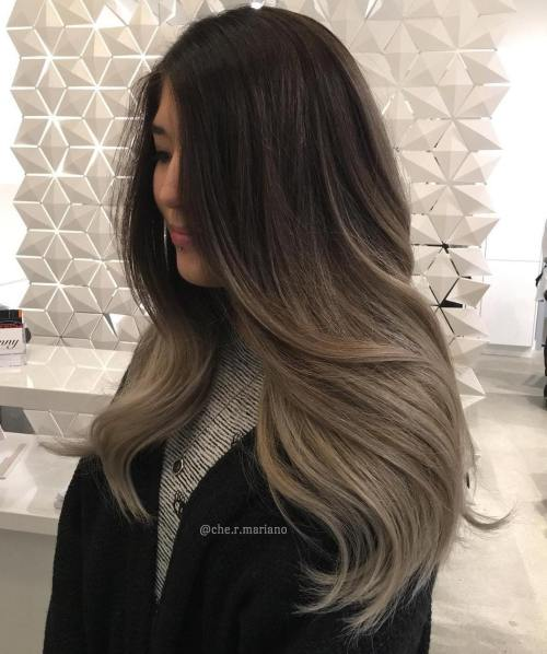 Langes Ash Brown Balayage Haar