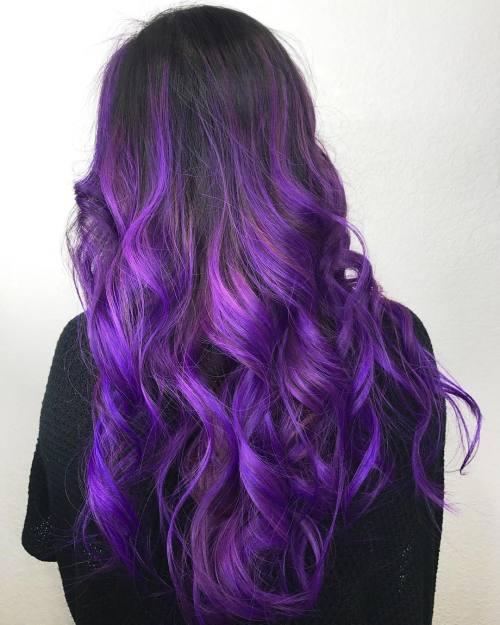 Langes lila und blaues Balayage Haar