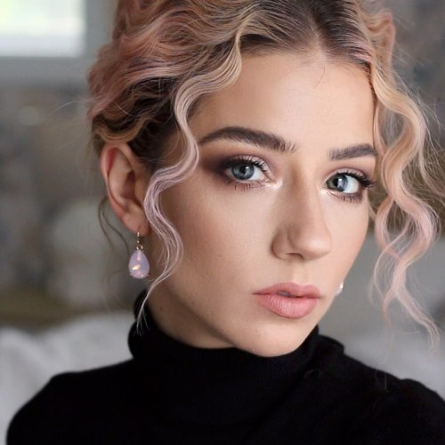 Pretty Hairstyle Created with a Three Barrel Curling Iron