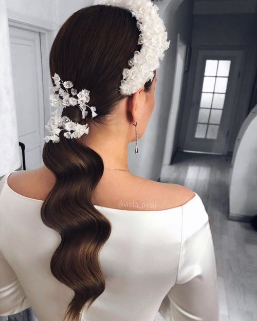 Chic Bridal Pony With A Wreath