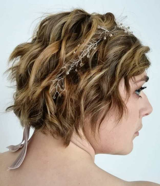 Wavy Jaw-Length Hairstyle With A Headband