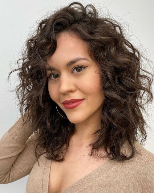Curly Shoulder-Length Haircut that Needs no Drying