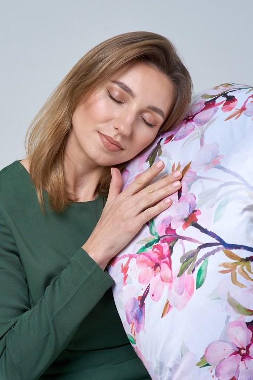 Sleeping on Silk Pillowcase for Proper Fine Hair Care