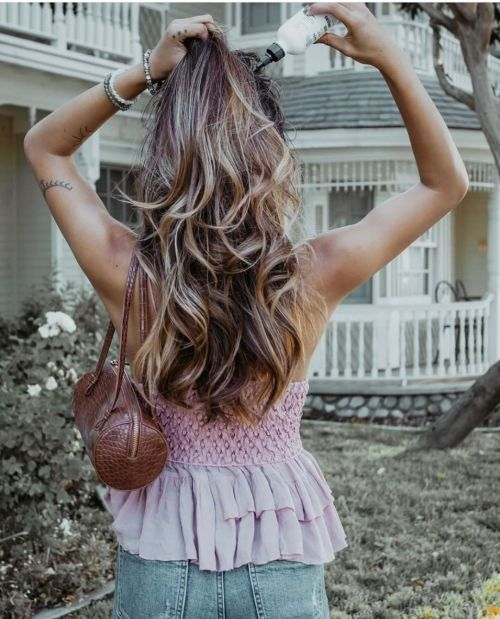 Using Dry Shampoo for Volume and Long Lasting Curls